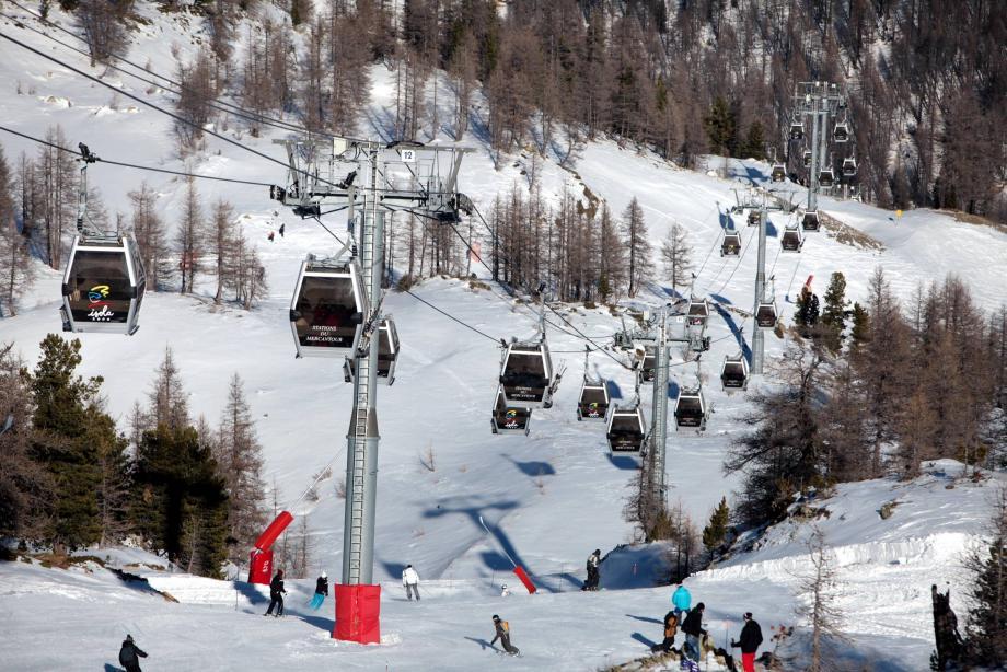 Beaucoup d'inquiétude chez les commerçants et les skieurs, à six jours de l'ultimatum posé par les grévistes.