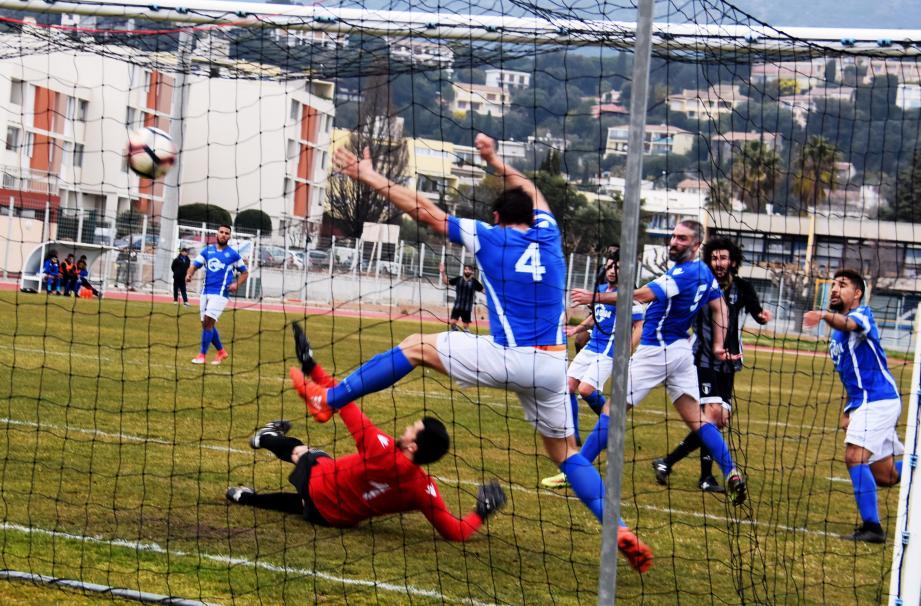 Le deuxième but Marseillais inscrit après seulement une demi-heure de jeu.