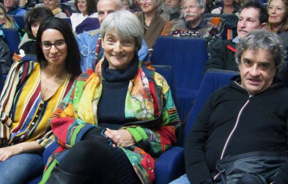 Samara  Danel, chercheure en cognition animale, Elisabeth Simon, éleveuse et membre de « Rians en Provence Tourisme » et Patrick Fabre, directeur de la «maison de la transumance», ont animé les débats et diaporama.