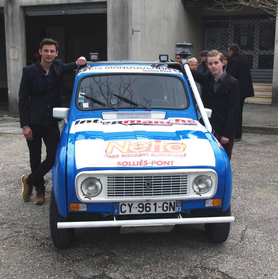 Thomas Amsallem-Avesque (à gauche) et Clément Laureri vont participer au 4L Trophy, un rallye destiné aux étudiants.