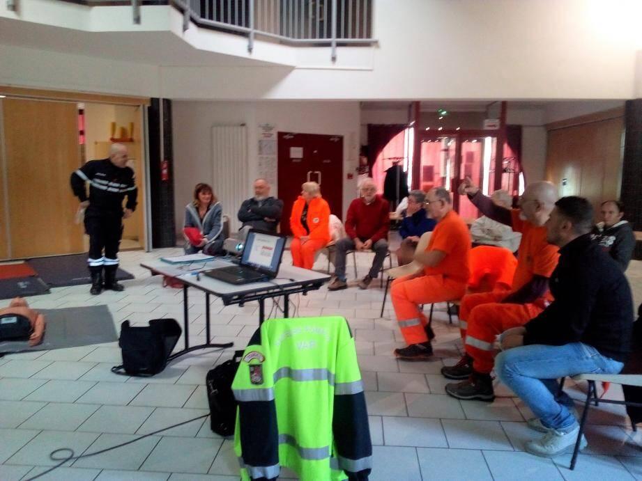 L'Union départementale des sapeurs-pompiers du Var a animé la formation.