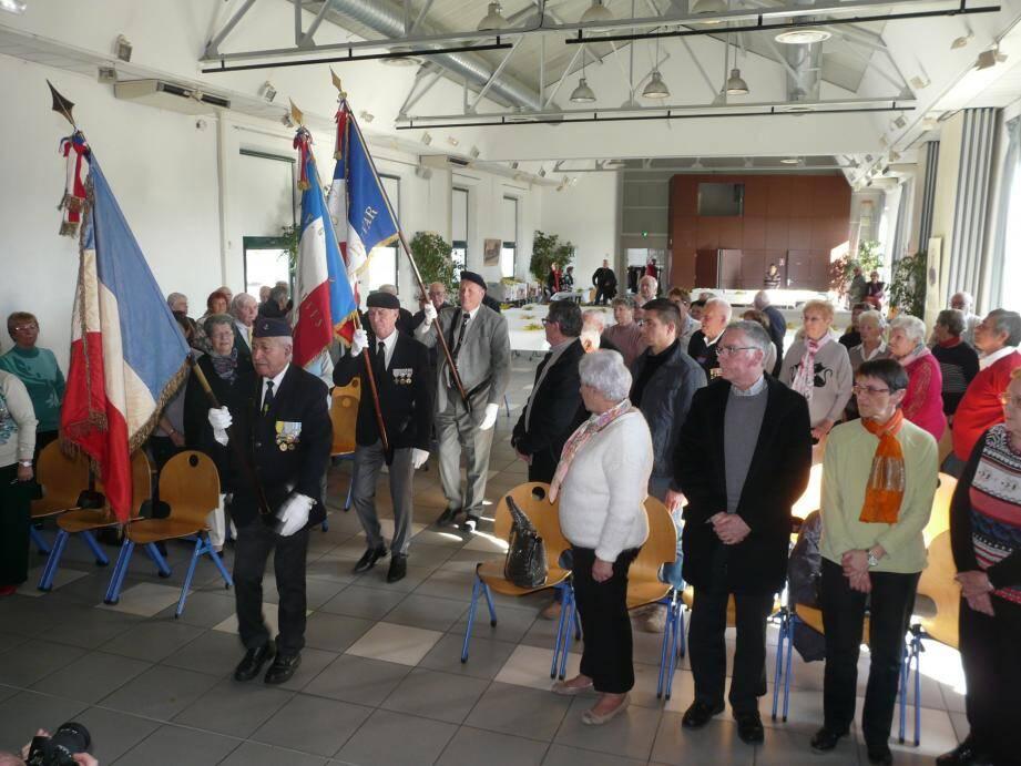L'entrée des portes drapeaux a marqué l'ouverture de l'assemblée générale.