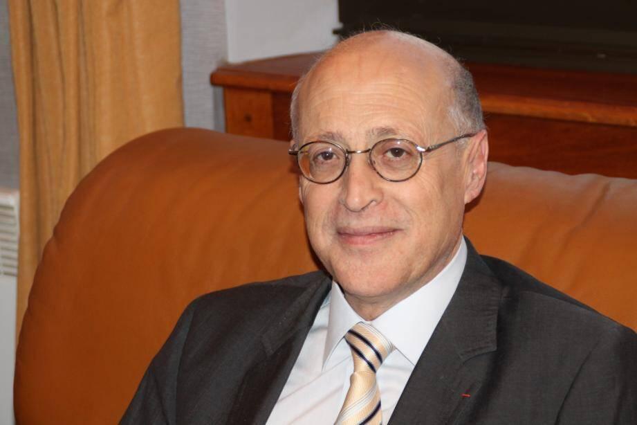 Michel Rossi revendique le fondement du Conseil départemental comme organe essentiel de proximité et de soutien aux communes.