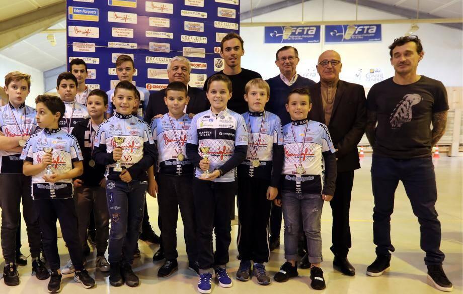 Entre deux courses, Christophe Laporte rend souvent visite aux licenciés de la Roue d'or de Brignoles. Lors de l'assemblée générale du club, en novembre 2018, il avait posé avec les jeunes cyclistes, le président Christophe Gaudefroy (à droite), ainsi que le directeur de la ligue Paca, Christian Lazarini.