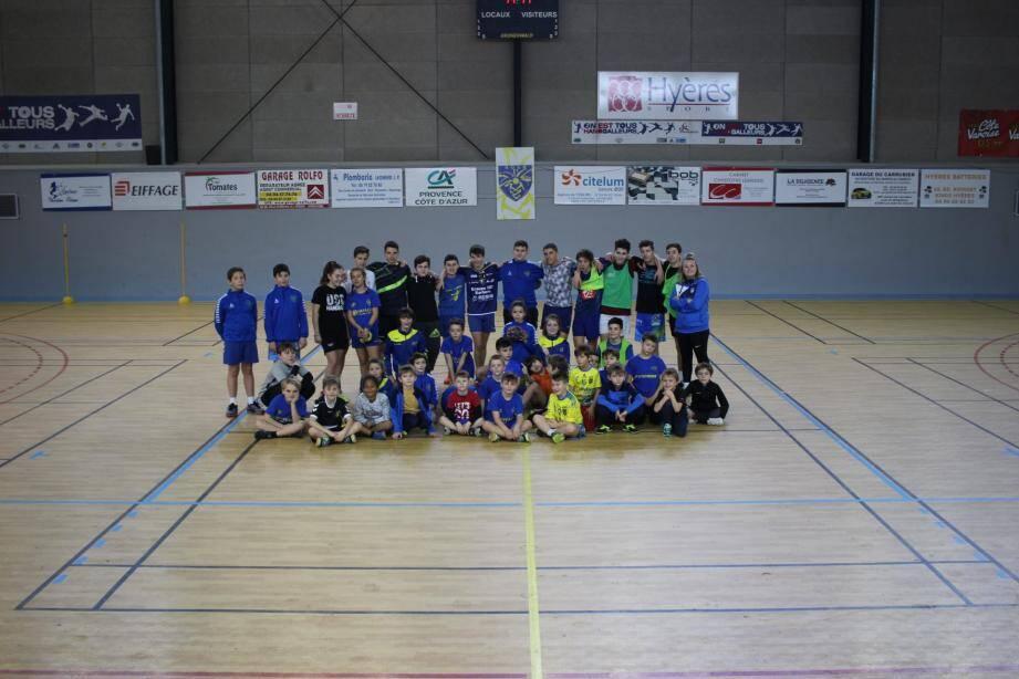 Stage d'hiver des jeunes licenciés du Hyères Olympique sport handball au gymnase Jules-Ferry.