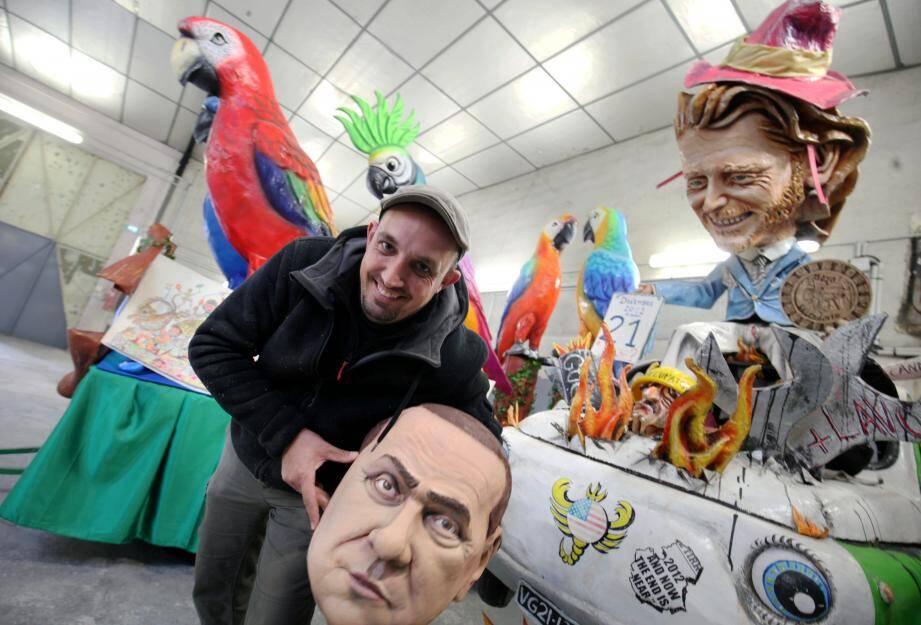 Sous les plumes cocasses des perroquets croassant de bonheur, Sébastien Dalbera se paie la tête de Berlusconi. Avec ce musée qui devrait ouvrir en mars, on n'a pas fini de rigoler... Photo Franck Fernandes