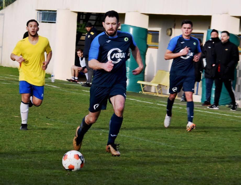 Christophe Fleury (à droite) attend beaucoup de ses joueurs (en bleu), dimanche à Bormisport.
