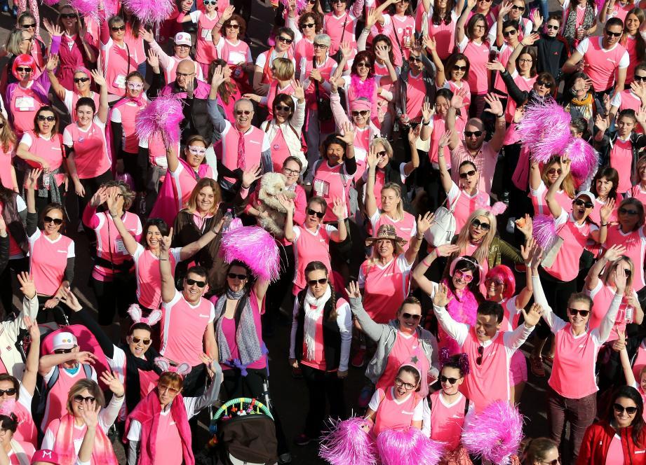 L'association invite les marcheurs à porter un accessoire rose pour montrer leur attachement au mouvement.