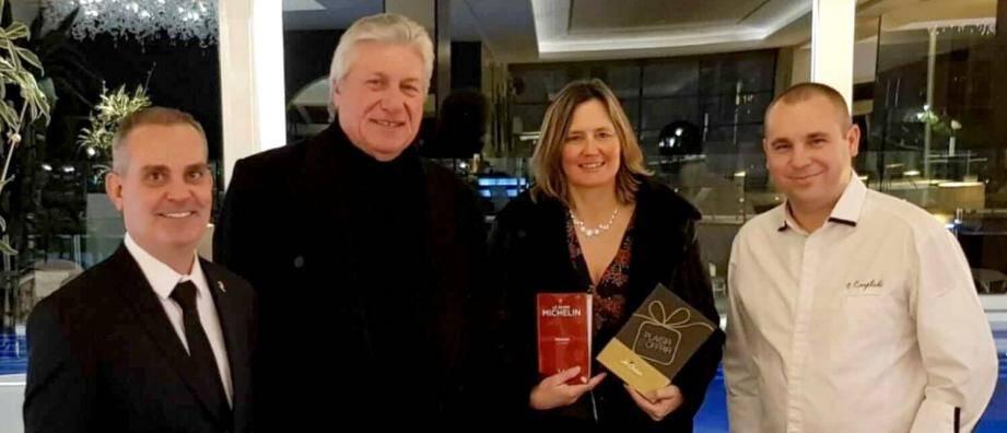 Isabelle Paillet, lauréate du concours organisé par Nous Bandol, en présence (de g. à d.) de Bruno, Freani et du chef étoilé.