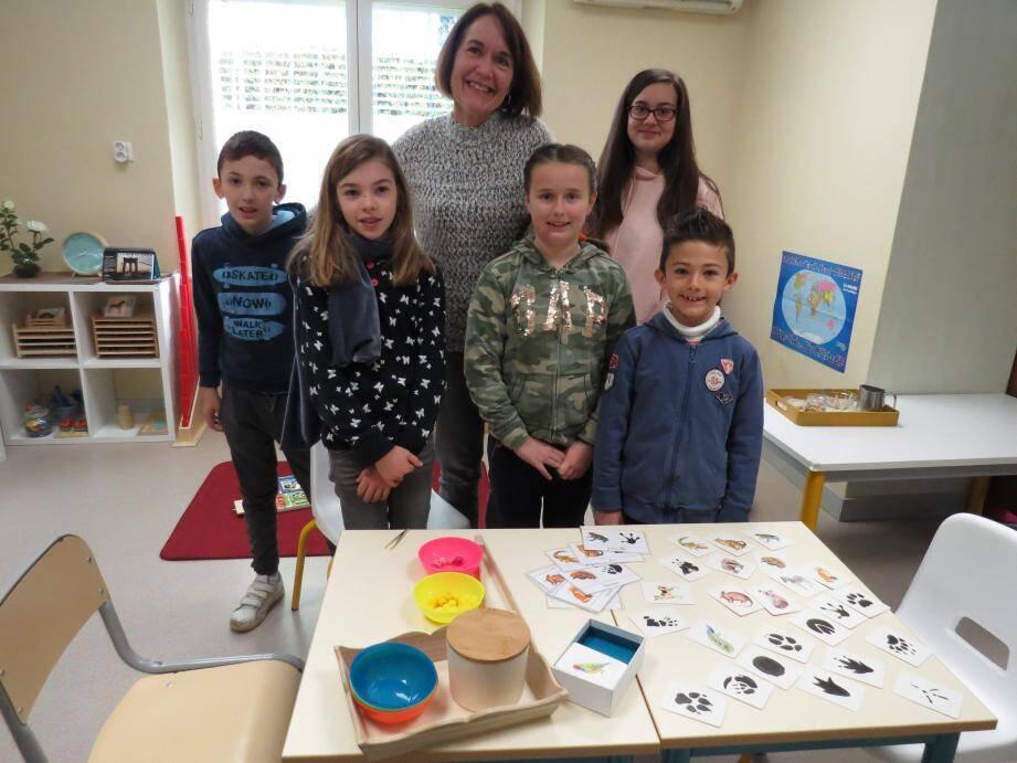 Les activités Montessori ont toujours beaucoup de succès auprès des enfants.
