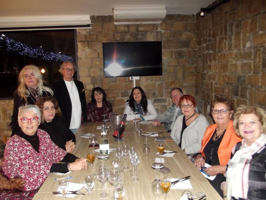 La présidente a accueilli de nouvelles adhérentes lors d'une réunion à La Seyne, en compagnie de Jean-Michel Carriou (Association des Amis de Fez).