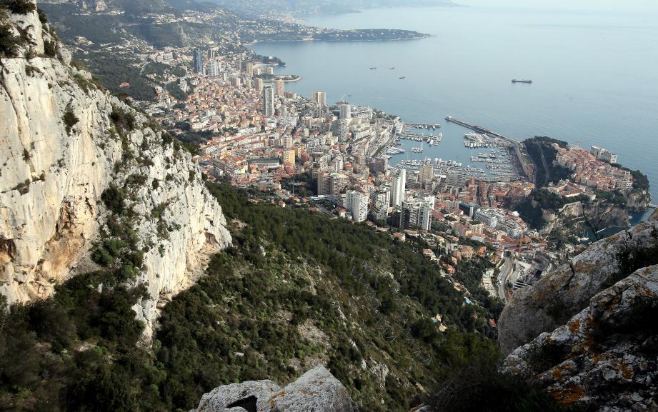Télécabines, funiculaire, VAL ? Avant de trancher, il faudra un parking de dissuasion près de l'autoroute avant de créer une liaison express La Turbie-Monaco.