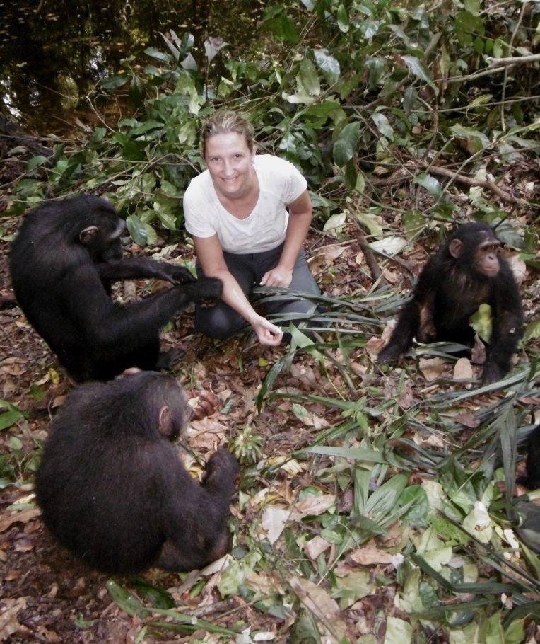 La Varoise Dorothée Prak, protectrice des chimpanzés du Cameroun lance un appel aux dons en lunettes et masques de plongée pour les pêcheurs locaux.
