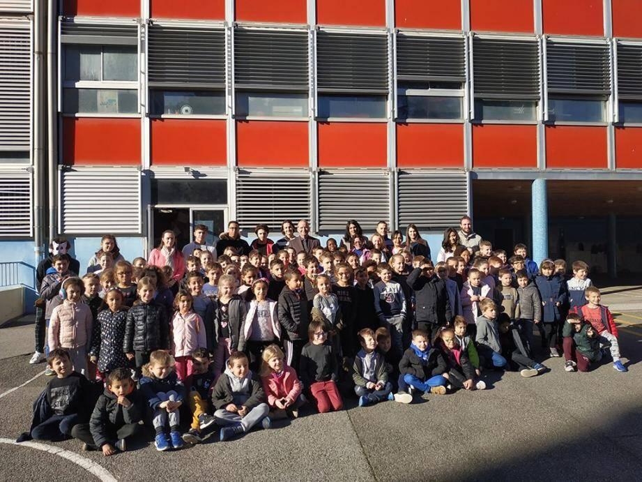 Thierry Albertini, maire de la ville et Sylvie Laporte, élue en charge de la petite enfance, se sont réjouis de l'augmentation croissante d'enfants dans les centres aérés de la commune et du succès croissant de la structure « Dynamic'Jeunes ».