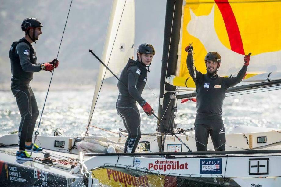Le Maximois Robin Follin (au centre) est désormais le skipper  du team prestigieux « Cheminées Poujoulat ».
