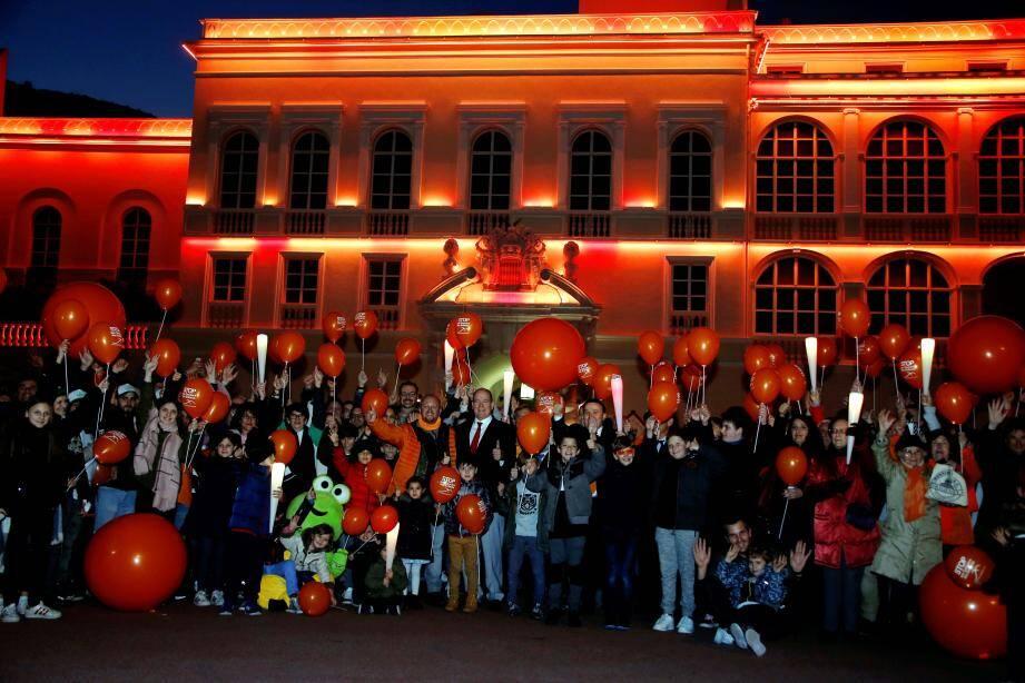 Le prince Albert II aux côtés de tous les marcheurs de la Fondation Flavien.