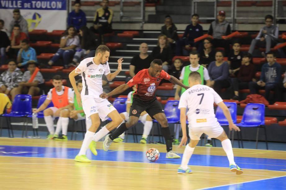 S'il retrouve son niveau après sa grave blessure, l'Espagnol Keny (ici la saison dernière contre... Nantes) peut apporter beaucoup au TEF.