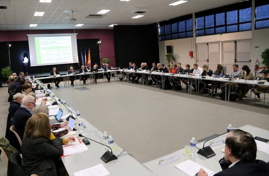 Le maire de Carcès, Patrick Genre, vice-président en charge des finances, a procédé, hier, à Brignoles, au « débat d'orientations budgétaires » de la communauté d'agglomération de la Provence verte.