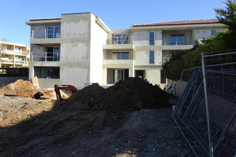Dans la même rue Curet-Bas, un autre programme sort de terre, de 20 logements dont 8 logements sociaux.