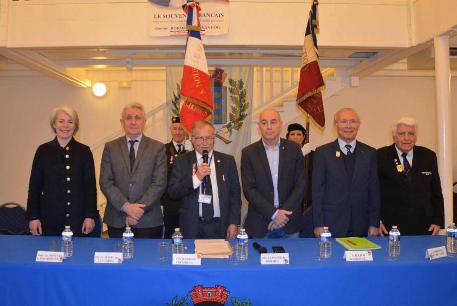 Entourés des élus, les membres du Souvenir français ont repris, en choeur, La Marseillaise.