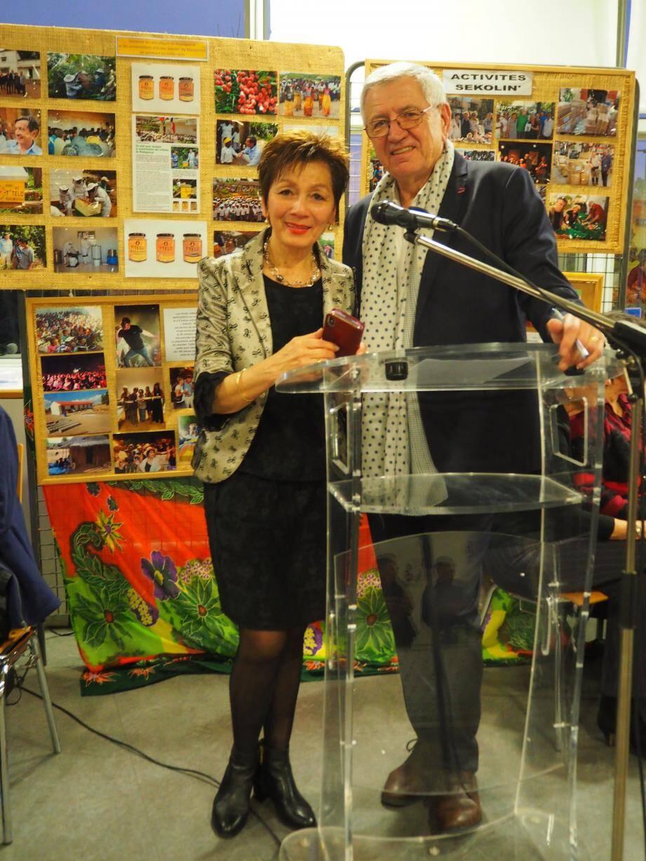 Viviane et Francis unis pour la population démunie de Madagascar.