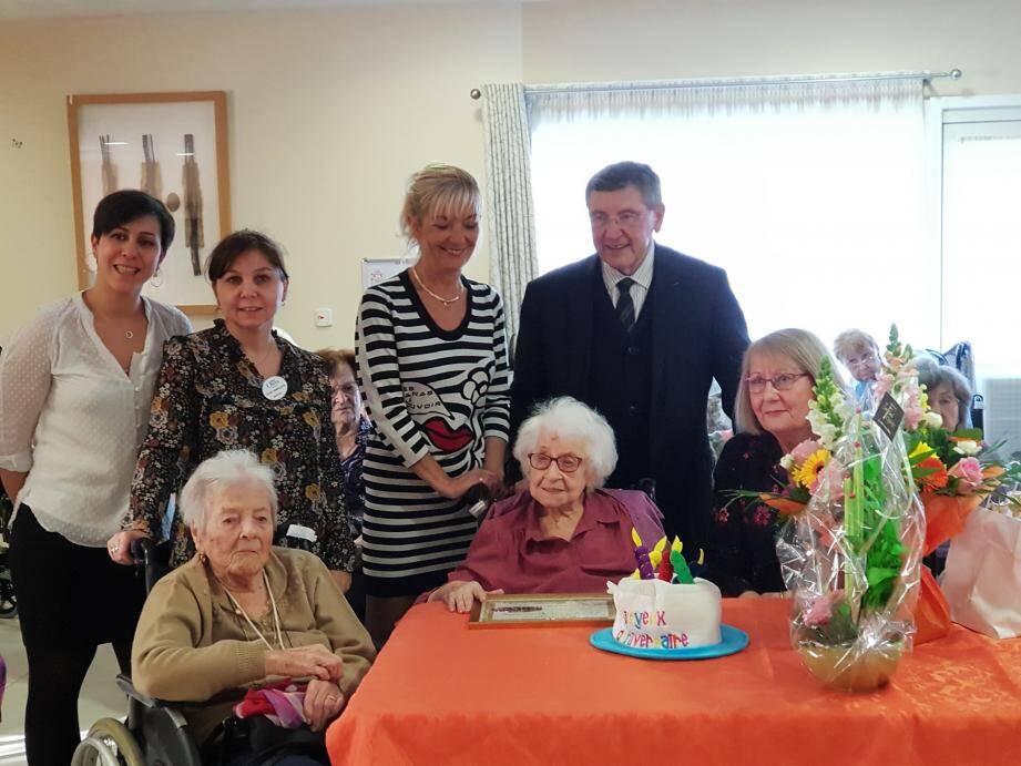 Julienne Demarcy était bien entourée pour souffler sa 101e bougie.