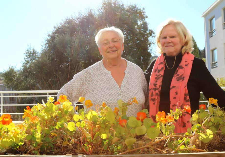 La vice-présidente Jeanine Fenassile-Lena et la présidente Annie Donadey de l'association les Jardins du Revest sont toujours à la recherche de bénévoles pour accompagner leurs projets et le quotidien des retraités.
