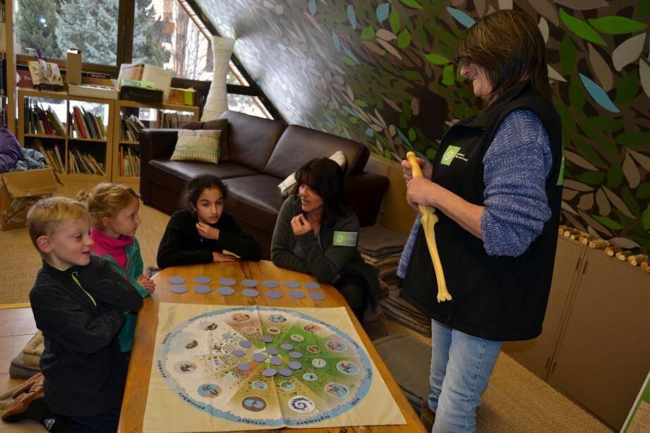 Les animations de la Maison du parc du Mercantour permettent aux enfants de découvrir la montagne tout en jouant.