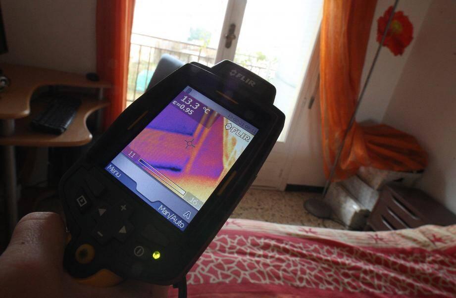 Intérieure ou extérieure, la thermographie s'effectue au moyen d'un imageur thermique qui permet de détecter les déperditions de chaleur des habitations.