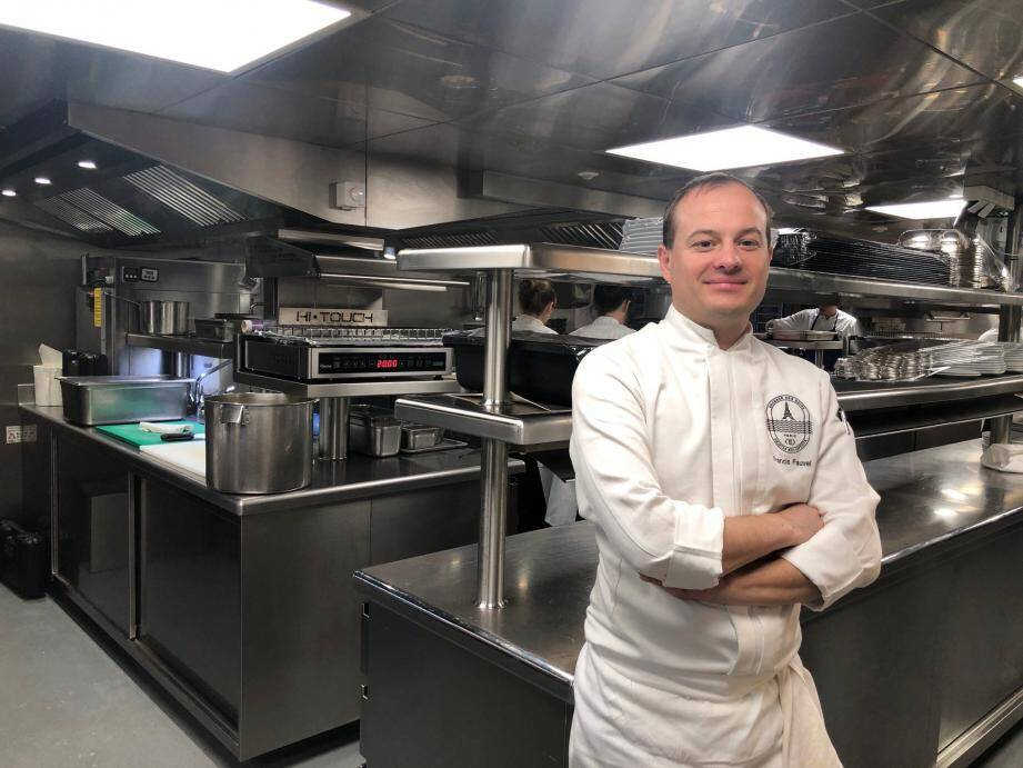 Francis Fauvel, chef de cuisine, a appris à maîtriser la cuisine d'Alain Ducasse au Louis XV de l'Hôtel de Paris, aux côtés de Franck Cerutti.