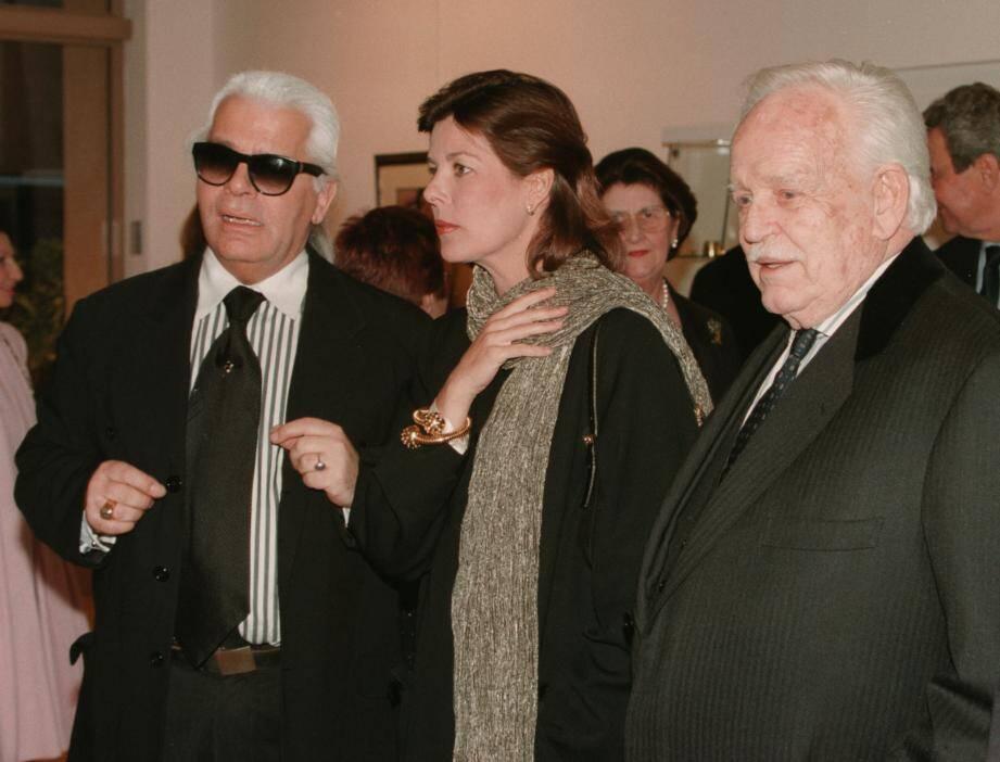 1999 : lors d'une exposition de ses photos en Principauté, il reçoit le prince Rainier III et la princesse Caroline.(Archives Nice-Matin)