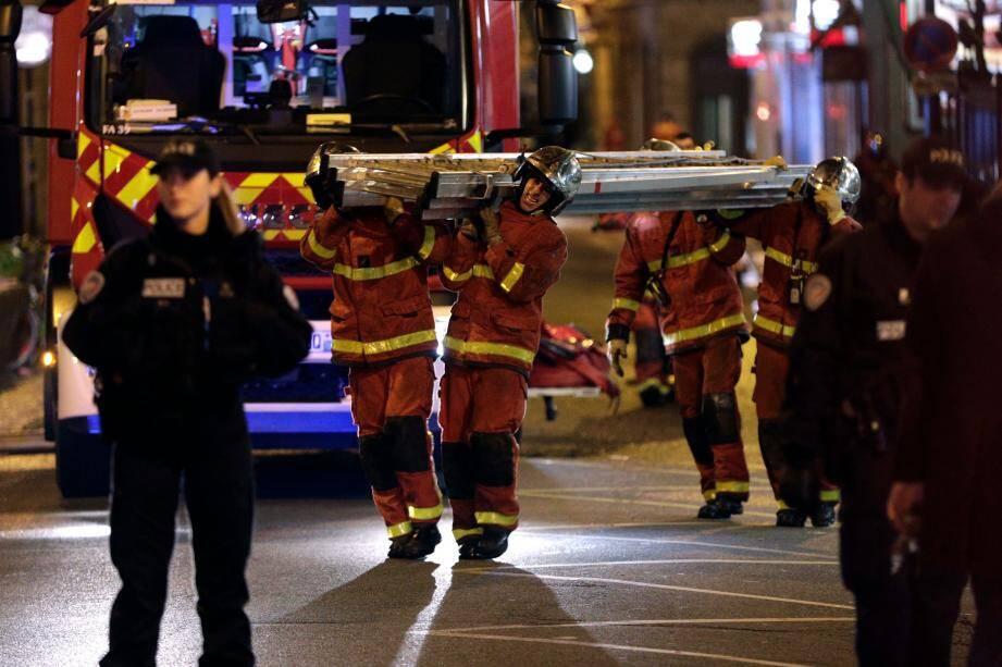 Le bilan de l'incendie qui a touché un immeuble du XVIe arrondissement s'est alourdi à 8 morts.