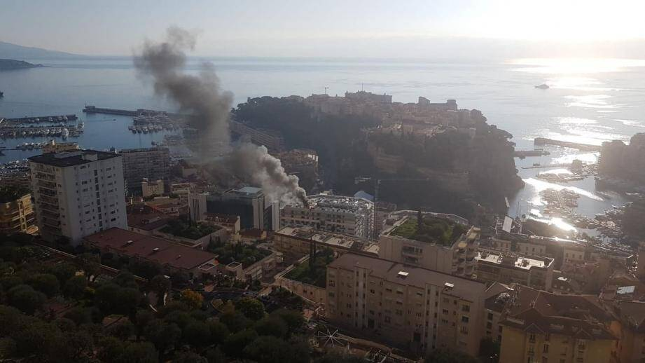 Le feu s'est déclaré vers 10 heures sur le chantier des Jardins d'Apolline.