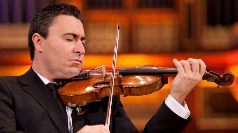 Le violoniste Maxime Vengerov en scène dimanche avec le Philharmonique. (DR)