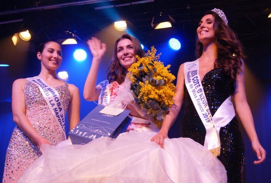 Lara Gautier, au centre, entourée de Miss Mimosa 2018, à gauche, et de Miss Côte d'Azur 2018.