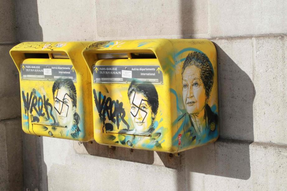 Deux œuvres représentant Simone Veil ont été taguées de croix gammées à Paris cette semaine.