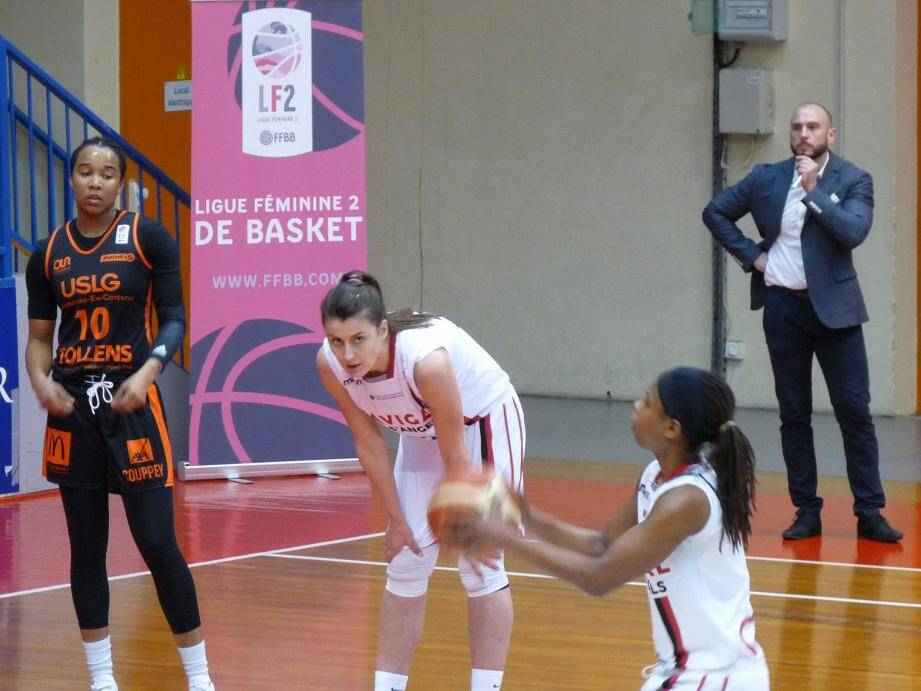 La nouvelle pivot niçoise, Biljana Stjepanovic (au centre), a fait une prestation discrète contrairement à Donica Cosby (14 points).