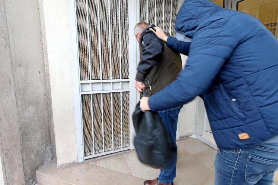 Le 15 janvier dernier, la victime agressée pour un vol de portable a reçu deux violents coups-de-poing lui fracturant le nez, entraînant 21 jours d'ITT.