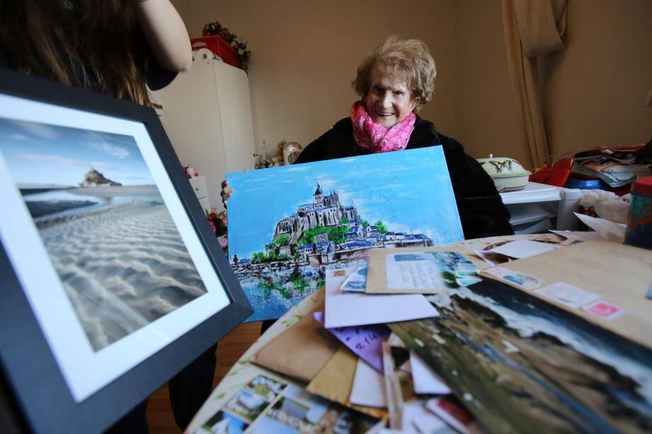Maryse Lancioni a reçu des centaines de cartes postales, courriers, et même des colis en provenance de Bretagne et de Normandie.