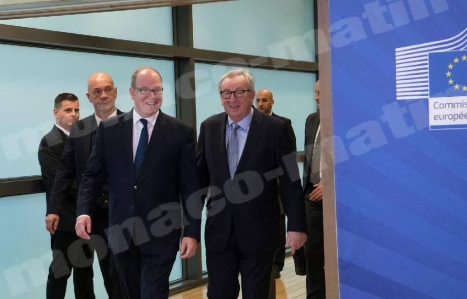 Le souverain a reçu un accueil «chaleureux» du président de la Commission européenne, Jean-Claude Juncker, avant de s'exprimer devant 150 émissaires européens à Bruxelles.