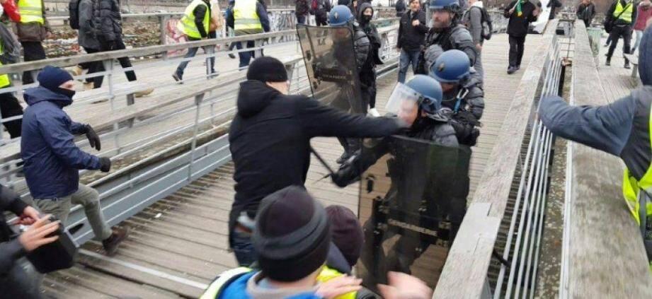 L'ancien champion de boxe avait été vu à Paris en train d'agresser deux gendarmes.