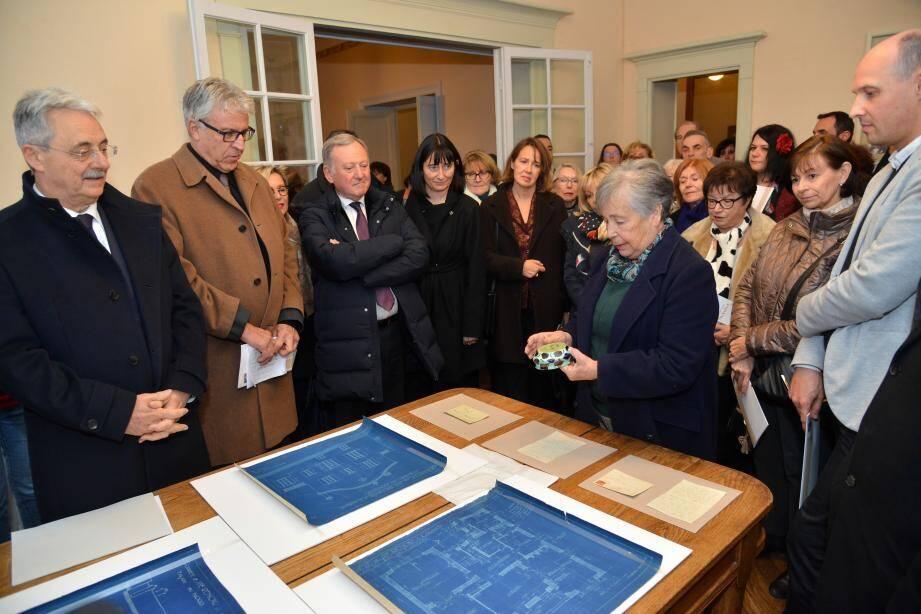 Onze plans d'architecte sur papier bleu, deux lettres, une carte postale et une céramique ont rejoint la collection du musée.