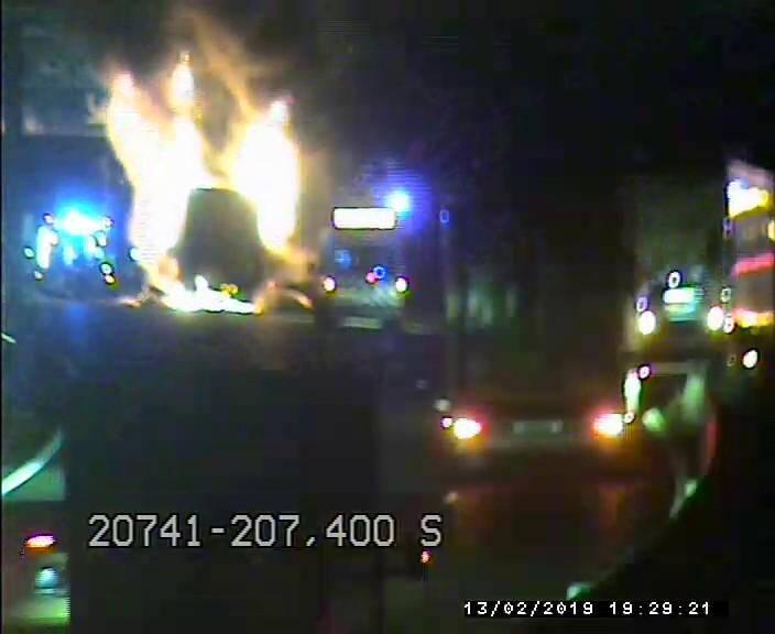 Un poids lourd en flammes sur l'A8.
