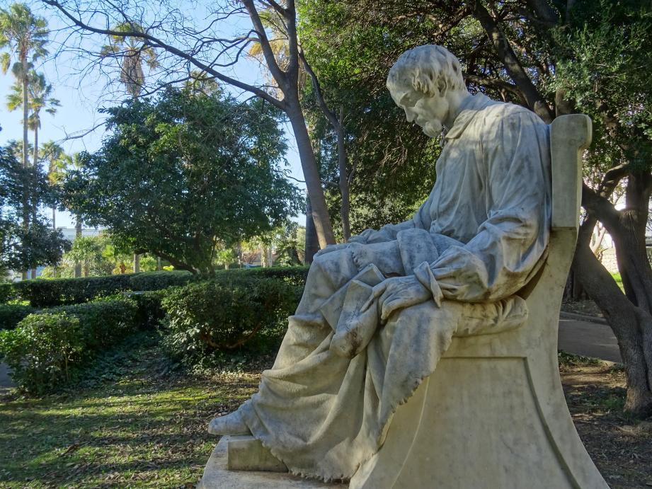 La statue d'Heinrich Heine a pris place dans le Jardin d'acclimatation du Mourillon, à Toulon, en 1956.