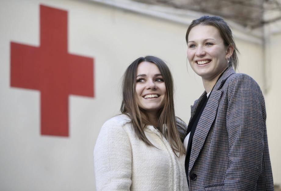 """Tout au long de l'année scolaire, l'association """"Tendez la main"""" menée par deux  étudiantes antiboises réalisent différentes actions au profit de la Croix-Rouge."""