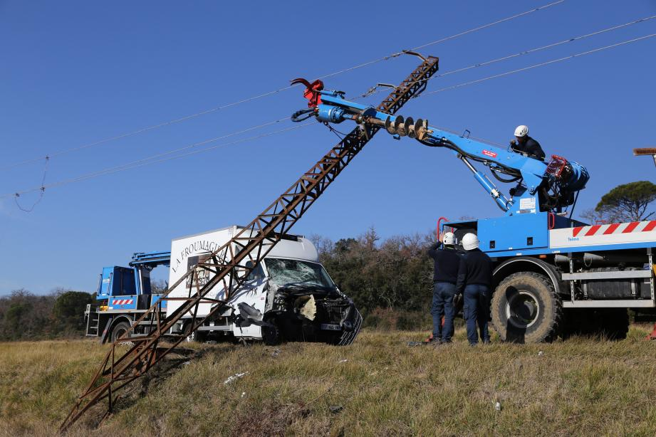L'accident sur la RD650 vendredi matin a provoqué une panne d'une heure sur le réseau électrique à Saint-Maxin. Trois autres, indépendante des faits, se sont succédées jusqu'en fin de journée.