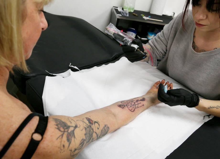 Qu'il soit grave ou léger, réparateur ou frivole, le tatouage des seniors ne répond à aucun code.