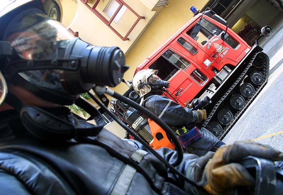 Les pompiers ont du faire appel aux policiers pour maîtriser l'individu.