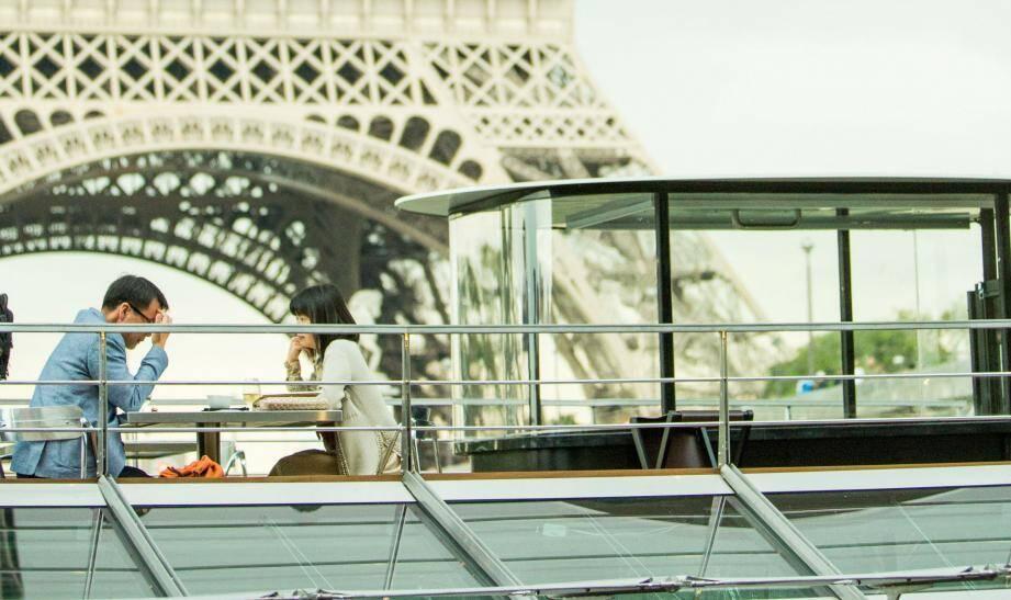"""""""Il est 100% électrique, c'est-à-dire sans pollution, sans odeurs, sans vibrations. Le pari est gros parce que cela représente trois cents tonnes. C'est le plus grand bateau au monde électrique."""", explique Ducasse"""
