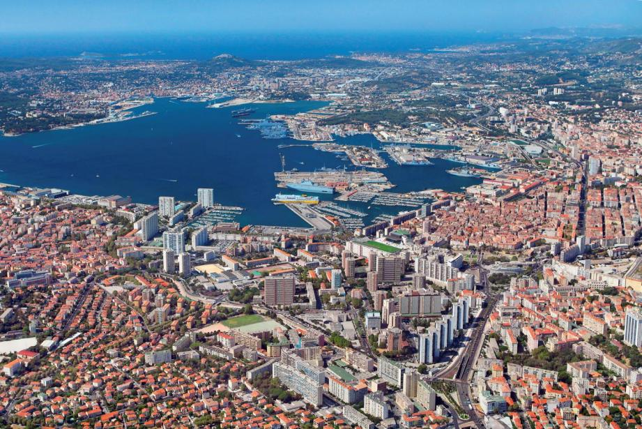 Vue aérienne de la ville de Toulon.
